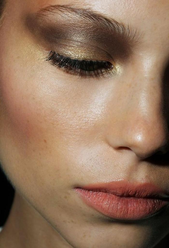 smokey-eyes-marron-maquillage-paupiere-en-or-fard-a-paupiere-yeux-maroons