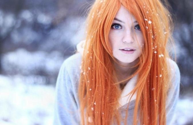 stylée-couleur-de-cheveux-rouge-cuivré-cose-play