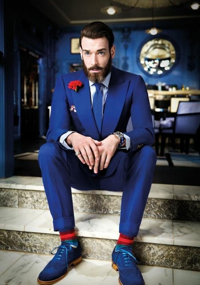 superbe-tenue-pour-un-mariage-invité-homme-détail-rouge