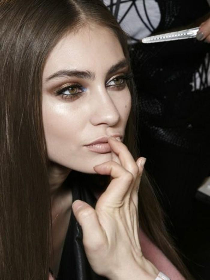 tendances-conseils-maquillage-yeux-marrons-fard-a-paupiere-doré-idees-maquillage