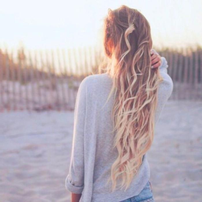 tie-and-dye-naturel-cheveux-blond-vénitien-plage-soleil