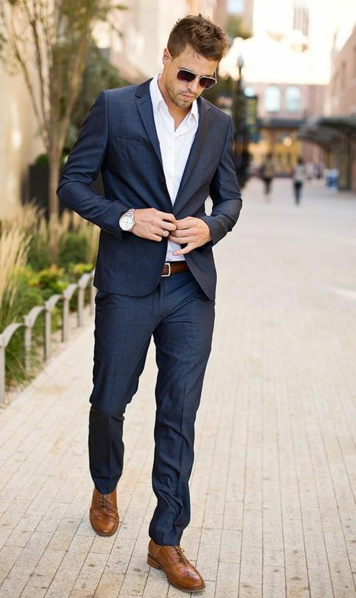 voir-costume-bleu-roi-homme-bien-habillé-montre