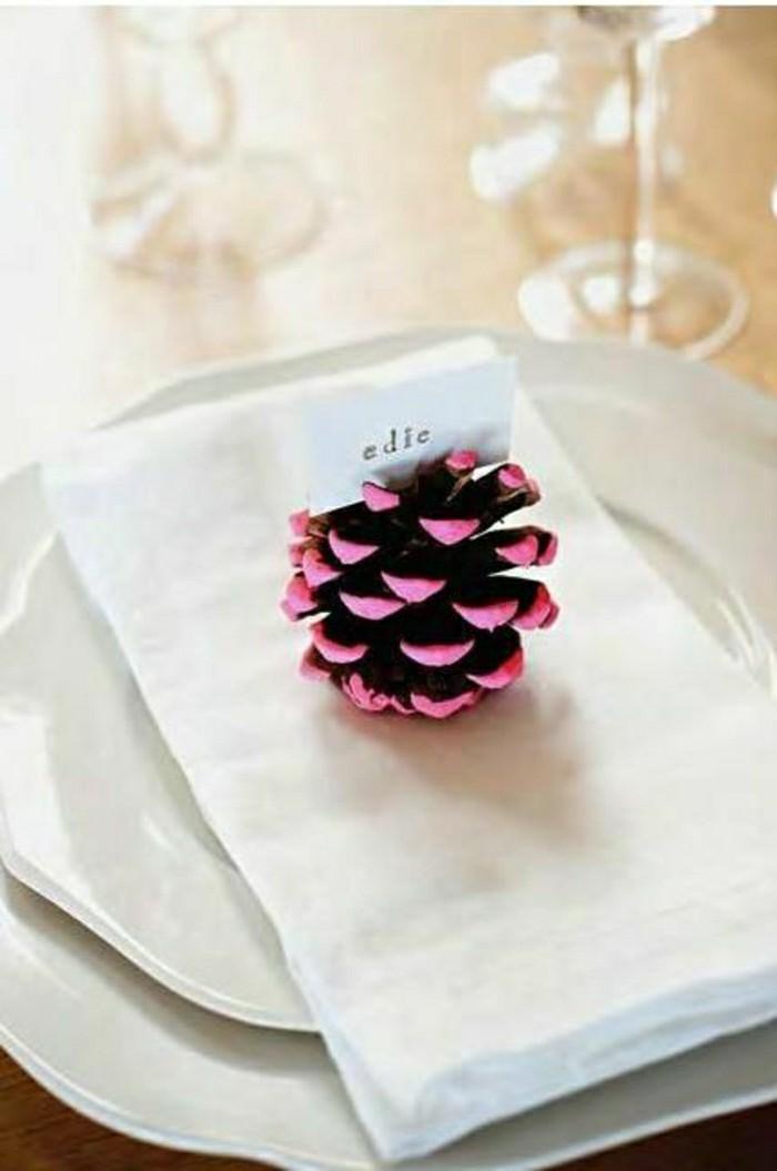 0-déco-pas-cher-mariage-avec-cône-de-pin-peint-en-violette-diy-deco-mariage