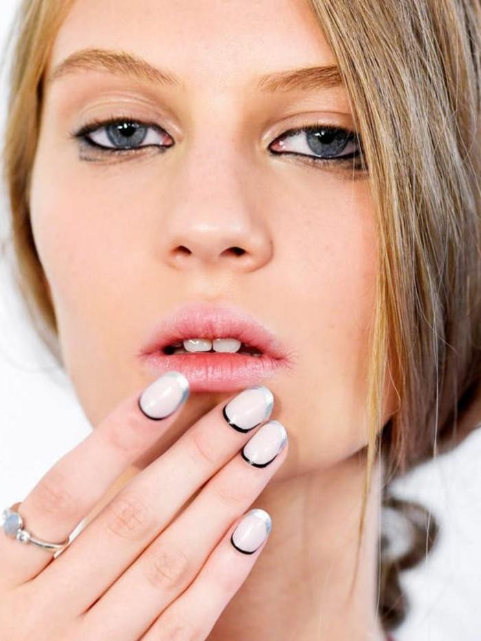 0-leçon-de-maquillage-apprendre-a-se-maquiller-les-yeux-bleus-levres-roses-visage-pale