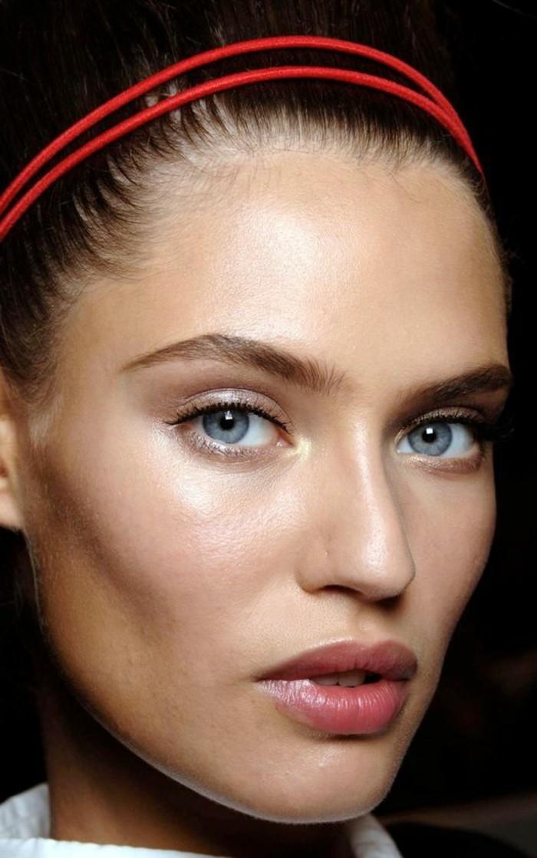 0-le-maquillage-des-stars-apprendre-a-se-maquiller-les-yeux-bleus