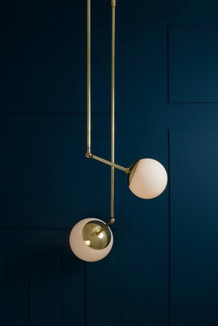 0-les-tendances-chez-l-eclairage-2016-lustres-design-murs-en-bleu-foncé-comment-choisir-le-bon-eclairage