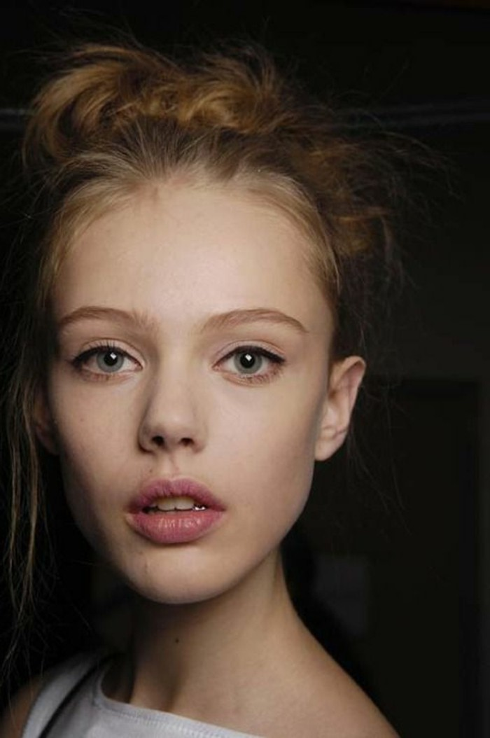 0-maquillage-bleu-yeux-apprendre-a-se-maquiller-les-yeux-bleus