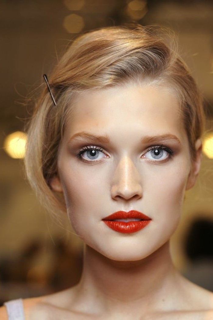 00-comment-maquiller-les-yeux-bleus-idee-tuto-maquillage-yeux-bleus-facile