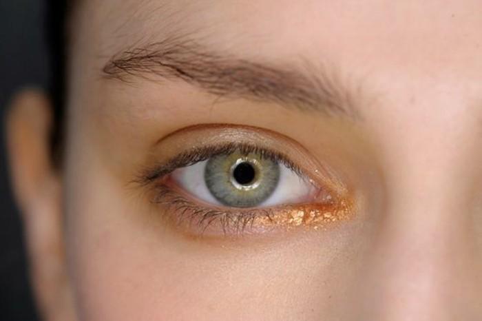 comment maquiller les yeux verts 50 astuces en photos et vid os. Black Bedroom Furniture Sets. Home Design Ideas