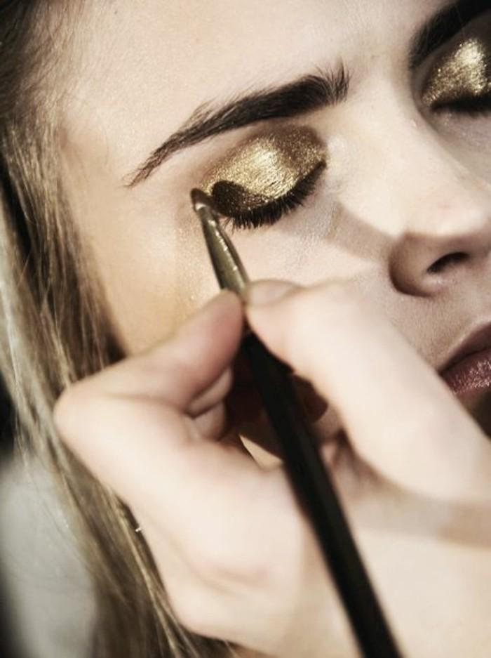 00-maquillage-doré-tendances-chez-le-maquillage-yeux-vert-apprendre-a-se-maquiller
