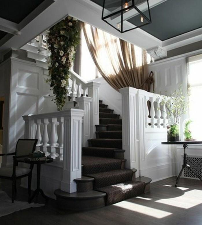 escalier-moderne-idée-escalier-en-blanc-joli-modele-escalier-avec-balustrade