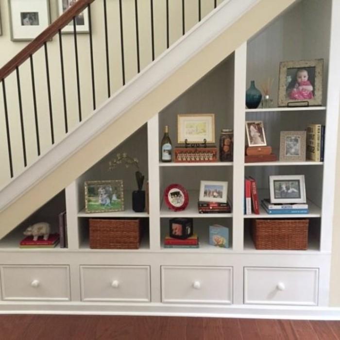 formidable-idee-deco-escalier-solution-pratique-et-décoratif-à-la-fois-stratégie-gain-de-place-rangement-sous-escalier