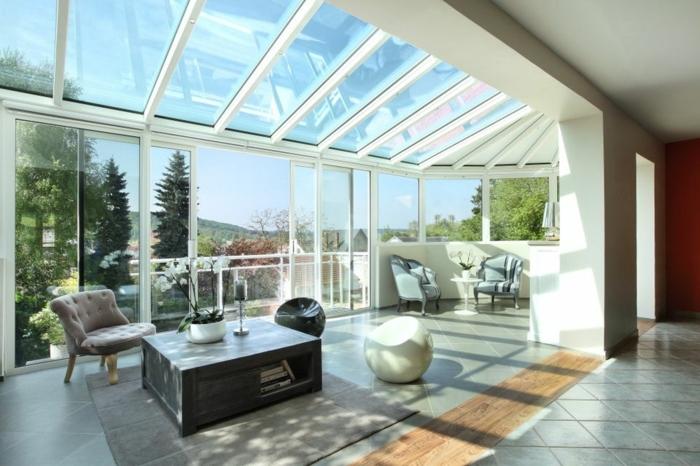 veranda-ouverte-sur-la-terrasse-aménagement-simple-et-esthétique