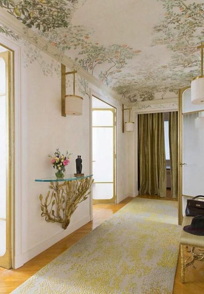 101-Tapisserie couloir. Ornements et rideaux verts