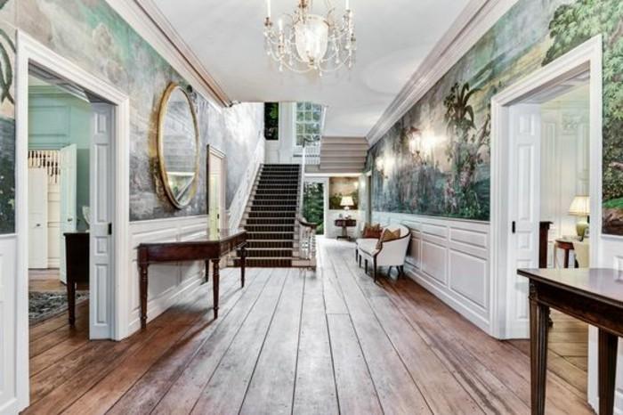 104-Tapisserie couloir. Peinture verte. Un miroir.