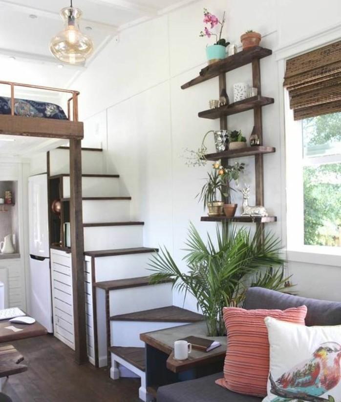 deco-escalier-étagère-avec-des-fleurs-posé-près-de-l-escalier-modele-escalier-quart-tournant-à-pas-décalés