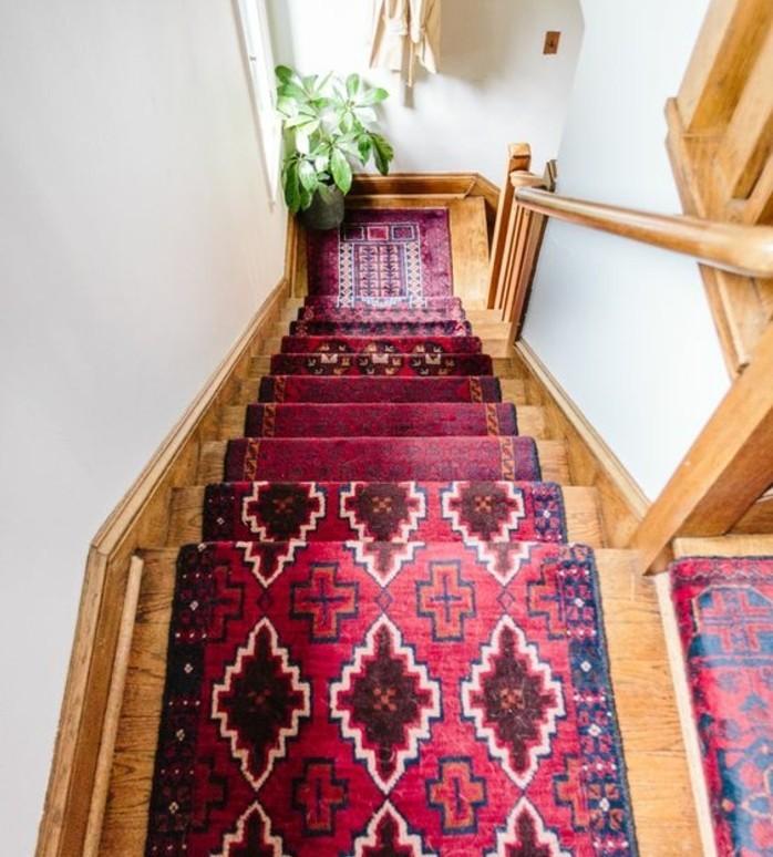 deco-escalier-au-goût-oriental-habillage-escalier-avec-un-tapis-oriental