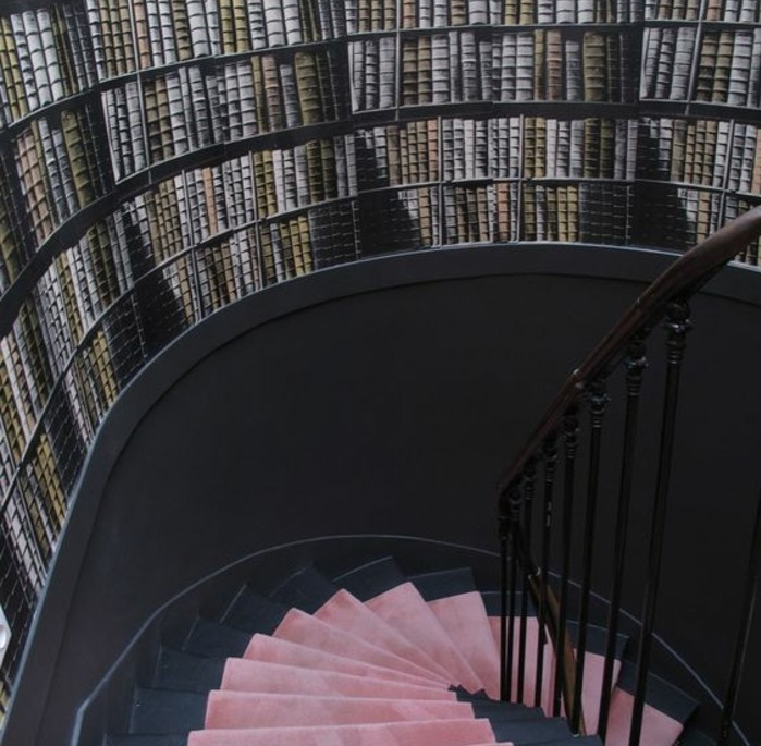 deco-escalier-originle-en-trompe-l-oeil-déco-murale-imitation-bibliothèque