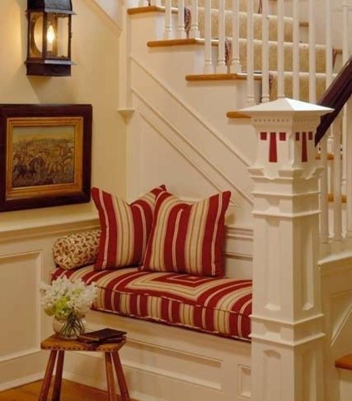 idee-deco-escalier-espace-de-détente-près-de-l-escalier-un-joli-coin-de-repos-idée-géniale