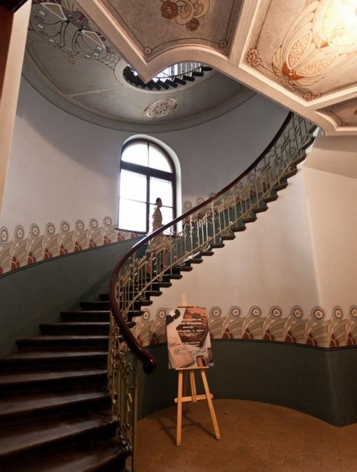 idee-deco-escalier-très-esthétique-escalier-tournant-maison-moderne