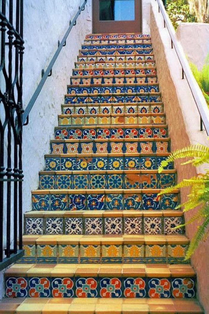 magnifique-idee-deco-escalier-habillage-escalier-avec-du-carrelage-à-jolie-mosaique