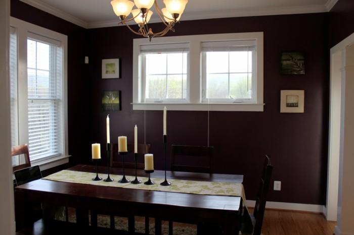peinture-salle-à-manger-mauve-table-et-chaises-en-bois-décor-sombre