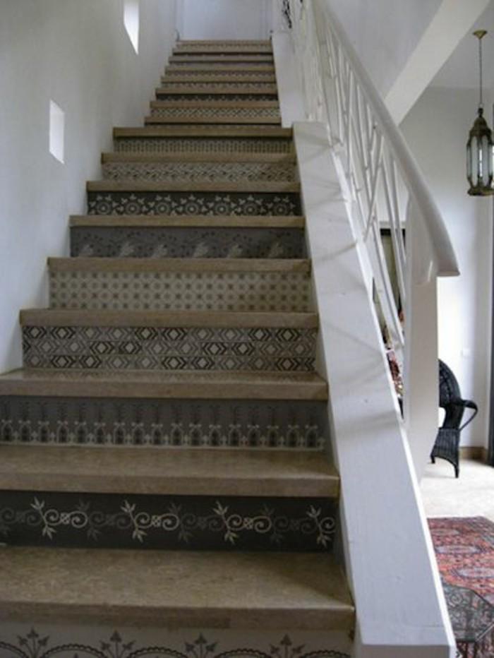11-Papier peint pour couloir. Un escalier.