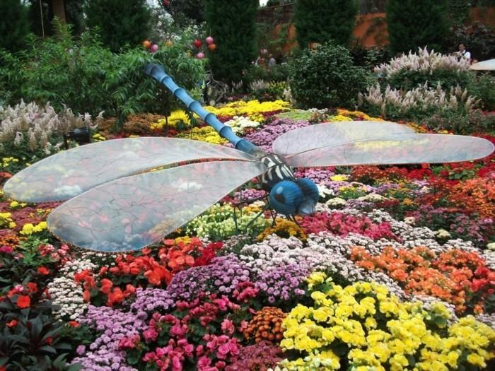113-decoration Disney dans le jardin. Papillon.