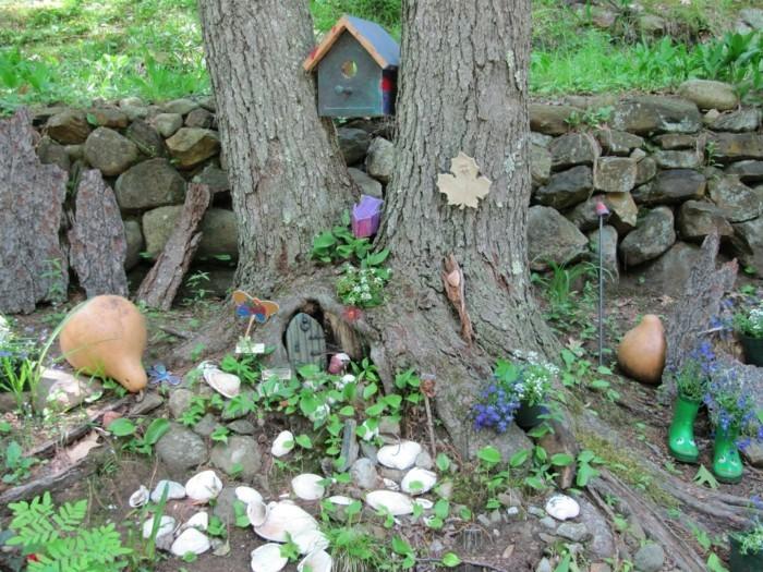 114-decoration Disney dans le jardin. Petites maisons dans un arbre.