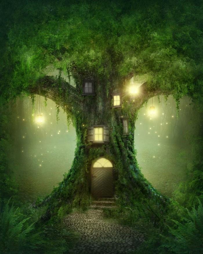 115-decoration Disney dans le jardin. Des fenetre luminant dans un arbre.
