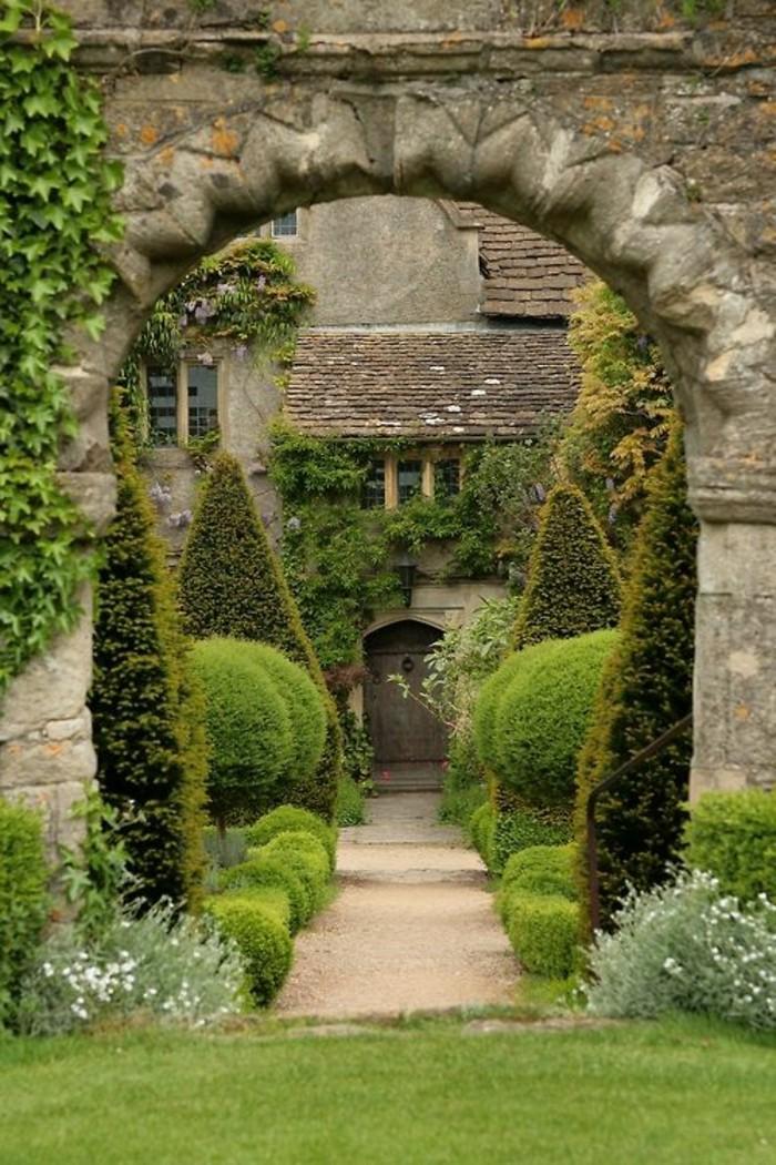 127-Cloture mur. Un jardin.