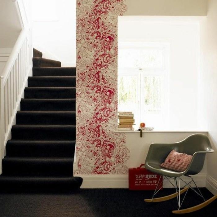 135-Papier peint pour entree. Un escalier noir.