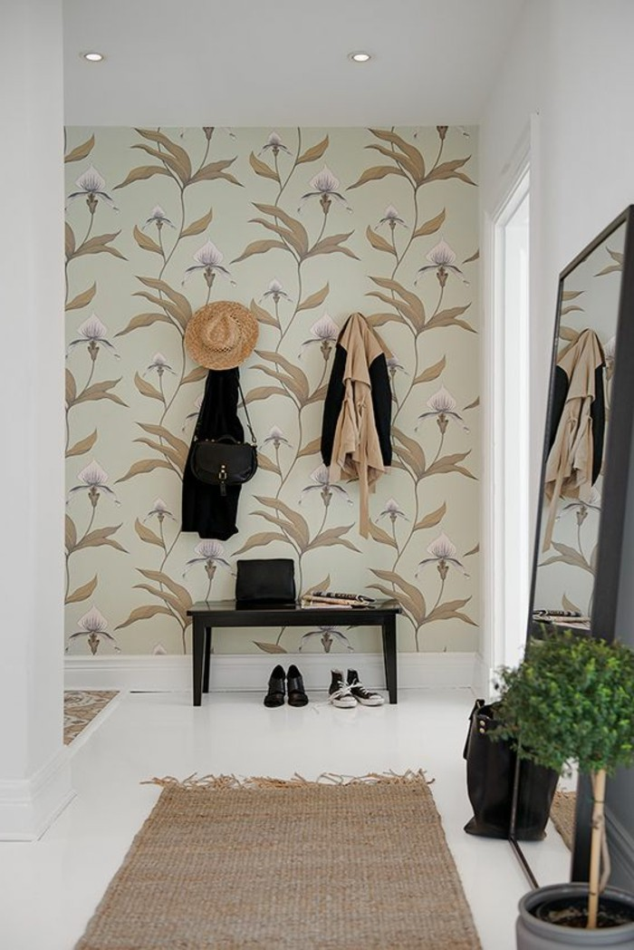 18-Papier peint pour couloir en blanc et en beige.