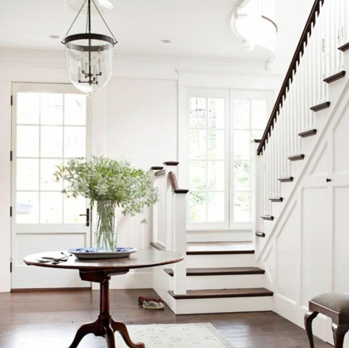 deco-escalier-en-blance-style-sobre-traditionnel-et-élégant-ambiance-zen