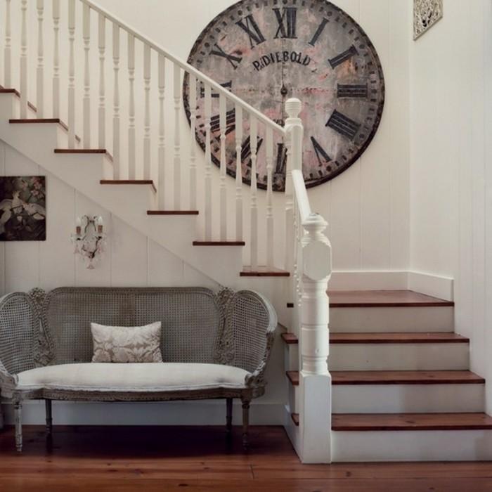 deco-escalier-sticker-mural-horloge-vintage-escalier-quart-tournant-en-bois