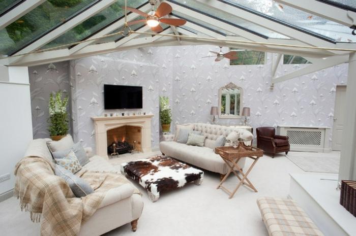 deco-veranda-très-chic-ambiance-cosy-canapés-majestueux-formidable-cheminée-qui-crée-une-ambiance-chaleureuse