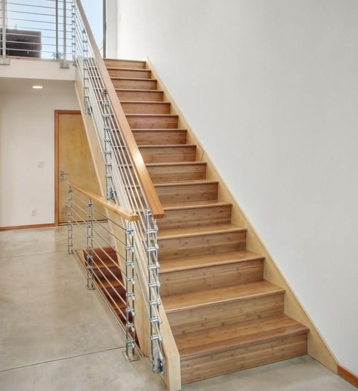 escalier-moderne-escalier-style-simple-en-bois-clair