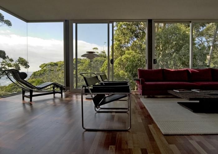 extension-maison-très-moderne-chaise-longue-noir-sofa-couleur-bordeau-chaises-noires-une-vue-admirable