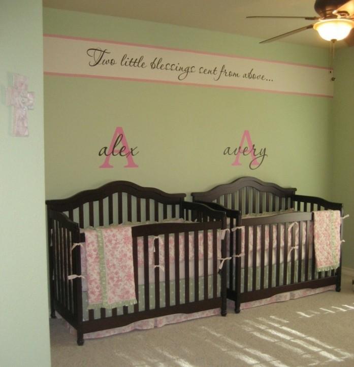 formidable-idee-peinture-chambre-bébé-en-vert-suggestion-aménagement-chambre-jumeaux