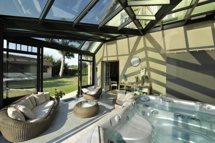 idée-veranda-alu-spa-et-espace-détente-ambiance-accueillante