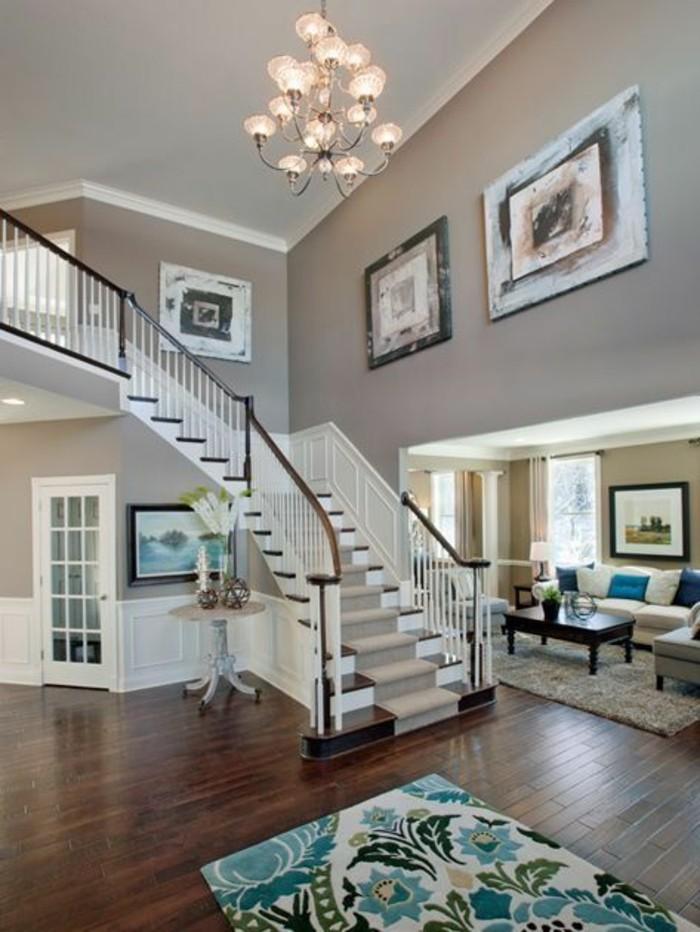 idee-deco-escalier-avec-des-tableaux-ambiance-artistique-escalier-quart-tournant-en-bois