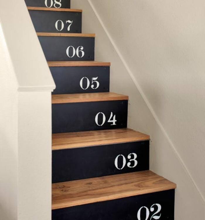 idee-deco-escalier-contremarches-escalier-numérotées-renovation-peinture-escalier-bois-originale