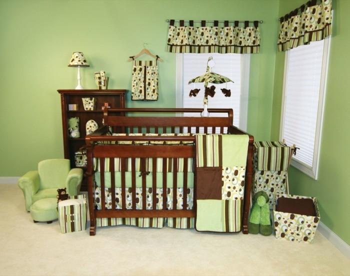 peinture-chambre-bébé-en-vert-décor-en-vert-et-marron-lit-à-barreaux-en-bois-marron