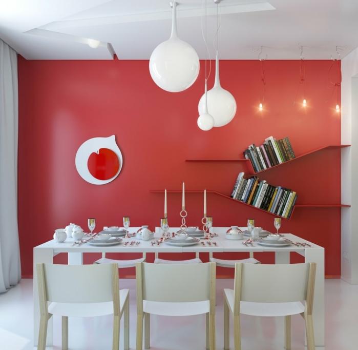 peinture-salle-à-manger-blanche-avec-un-mur-d-accent-rouge-étagères-murales-meubles-blancs-une-parfaite-combinaison