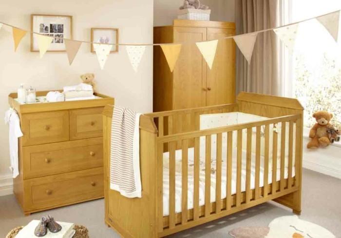peinture-chambre-bébé-en-couleur-douce-commode-armoire-et-lit-à-barreaux-en-bois-ambiance apaisante