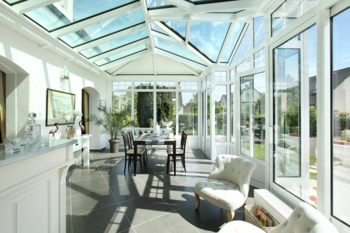 veranda-alu-très-lumineuse-usage-bar-salon-salle-à-manger-desig-moderne