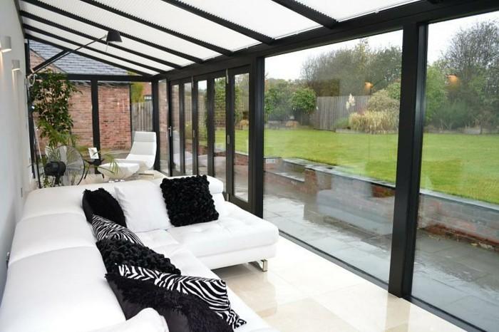 veranda-moderne-en-noir-et-blanc-toiture-en-verre-parois-en-verre-modele-de-veranda-élégant