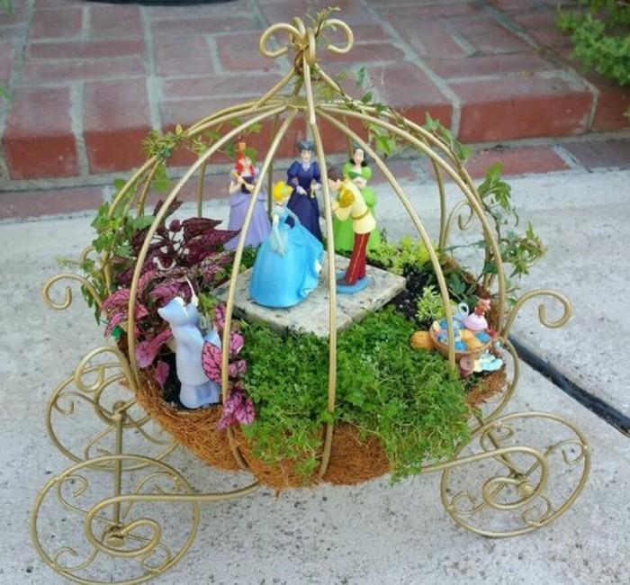 22-deco Disney dans le jardin. Le prince et la princesse.