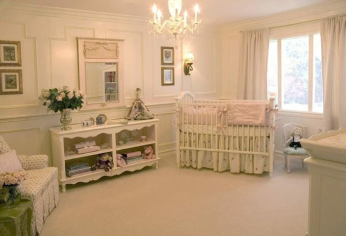 deco-chambre-bebe-fille-couleur-crème-déco-chambre-bebe-vintage-et-élégant-lit-bébé-à-barreaux-lustre-somptuex-table-à-langer-rangement-fauteuil