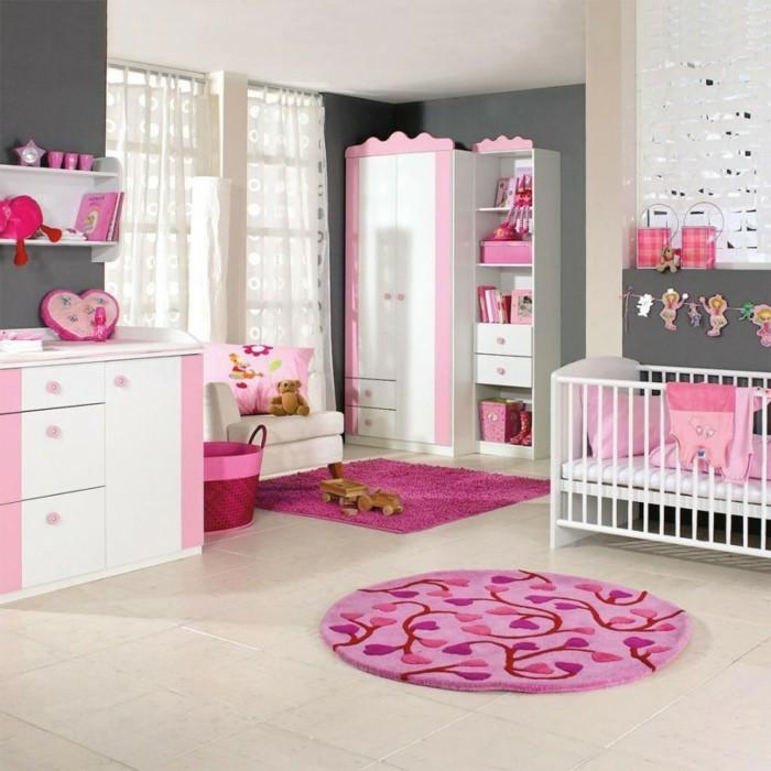 deco-chambre-bebe-fille-en-rose-blanc-et-gris-peunture-murale-grise-belle-déco-chambre-fille